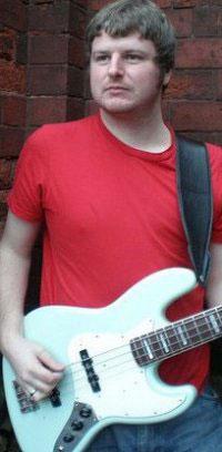 Игра медиатором на бас гитаре - Andy Till